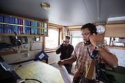 De Arctic Sunrise is klaar om te vertrekken naar Amsterdam. Links kapitein Daniel Rizzotti die de Arctic Sunrise van Moemansk naar Amsterdam vaart. In IJmuiden is de Arctic Sunrise, het schip van milieuorganisatie Greenpeace dat een jaar door Rusland in beslag is genomen, aangekomen. De voormalige ijsbreker wordt in Amsterdam uit het water gehaald en opgeknapt omdat het gehavend is geraakt toen het aan de ankers lag. De boot van de milieuorganisatie is september 2013 door de Russen ge&euml;nterd en de bemanningsleden vastgezet op verdenking van piraterij. Greenpeace voerde actie bij een boorplatform in de Barentszzee. Als het schip weer is gerepareerd, wil de milieubeweging weer campagnes houden met de Artic Sunrise.<br /> <br /> In IJmuiden, the Arctic Sunrise, the Greenpeace ship that a year ago is seized by Russia, arrived. The former ice breaker is removed from the water in Amsterdam and refurbished since it was damaged when it was up to the anchors. The boat of the environmental organization is boarded in September 2013 by the Russians and the crew put down on suspicion of piracy. Greenpeace campaigned on a drilling platform in the Barents Sea. If the ship is repaired, the environmental movement wants to use the Arctic Sunrise again for campaigning.