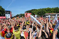 """15.07.2014, Brandenburger Tor, Berlin, GER, FIFA WM, Empfang der Weltmeister in Deutschland, Finale, im Bild Fans der deutschen Nationalmannschaft (Fussball-Weltmeister 2014) beobachten den Ueberflug des """"Fanhansa""""-Jumbos, mit der Nationalmannschaft an Bord, // during Celebration of Team Germany for Champion of the FIFA Worldcup Brazil 2014 at the Brandenburger Tor in Berlin, Germany on 2014/07/15. EXPA Pictures © 2014, PhotoCredit: EXPA/ Eibner-Pressefoto/ Harzer<br /> <br /> *****ATTENTION - OUT of GER*****"""