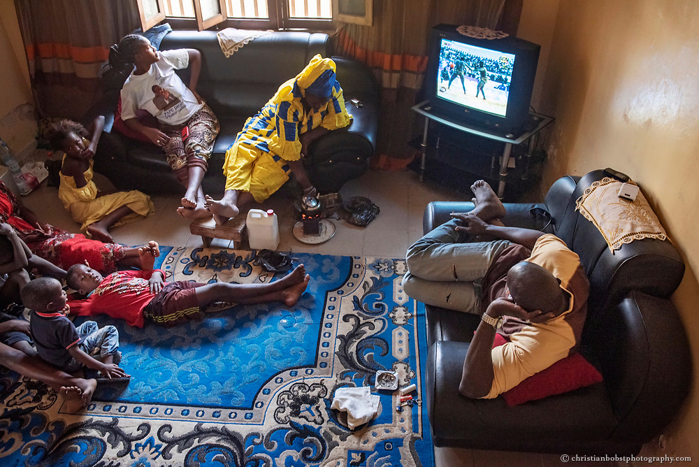 The Ex-Wrestler Lac de Guiers pursues an important wrestling match on television with his family at his home in Dakar, like hundred thousand other Senegalese people on this Saturday afternoon on April 4, 2015.