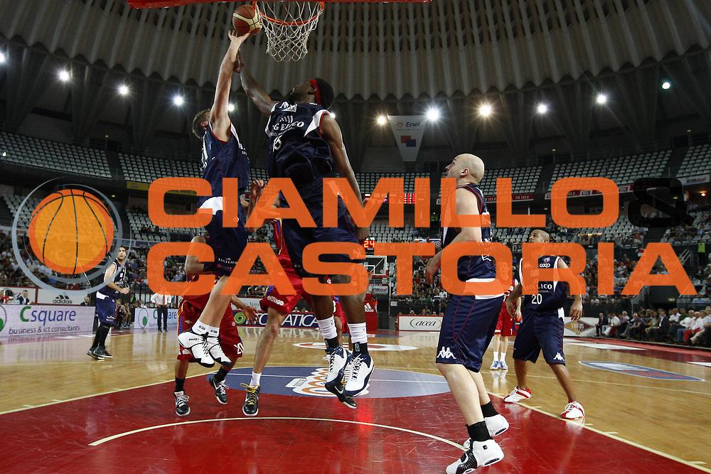 DESCRIZIONE : Roma Lega A1 2007-08 Playoff Quarti di finale Gara 1 Lottomatica Virtus Roma Angelico Biella<br /> GIOCATORE : James Gist<br /> SQUADRA : Angelico Biella<br /> EVENTO : Campionato Lega A1 2007-2008 <br /> GARA : Lottomatica Virtus Roma Angelico Biella<br /> DATA : 18/05/2009<br /> CATEGORIA : rimbalzo<br /> SPORT : Pallacanestro <br /> AUTORE : Agenzia Ciamillo-Castoria/E.Castoria