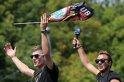 15.07.2014, Brandenburger Tor, Berlin, GER, FIFA WM, Empfang der Weltmeister in Deutschland, Finale, im Bild Mario Goetze und Toni Kroos feiern // during Celebration of Team Germany for Champion of the FIFA Worldcup Brazil 2014 at the Brandenburger Tor in Berlin, Germany on 2014/07/15. EXPA Pictures © 2014, PhotoCredit: EXPA/ Eibner-Pressefoto/ Hibbeler<br /> <br /> *****ATTENTION - OUT of GER*****