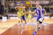 DESCRIZIONE : Ancona Lega A 2011-12 Fabi Shoes Montegranaro Bennet Cantu<br /> GIOCATORE : Fabio Di Bella<br /> CATEGORIA : passaggio penetrazione difesa curiosita<br /> SQUADRA : Fabi Shoes Montegranaro<br /> EVENTO : Campionato Lega A 2011-2012<br /> GARA : Fabi Shoes Montegranaro Bennet Cantu<br /> DATA : 11/01/2012<br /> SPORT : Pallacanestro<br /> AUTORE : Agenzia Ciamillo-Castoria/C.De Massis<br /> Galleria : Lega Basket A 2011-2012<br /> Fotonotizia : Ancona Lega A 2011-12 Fabi Shoes Montegranaro Bennet Cantu<br /> Predefinita :