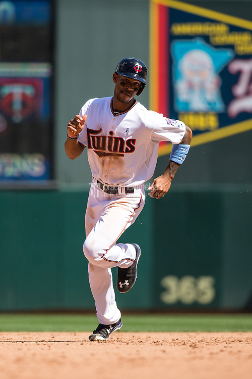 MINNEAPOLIS, MN- JUNE 21: Byron Buxton #25 of the Minnesota Twins runs against the Chicago Cubs on June 21, 2015 at Target Field in Minneapolis, Minnesota. The Cubs defeated the Twins 8-0. (Photo by Brace Hemmelgarn) *** Local Caption *** Byron Buxton