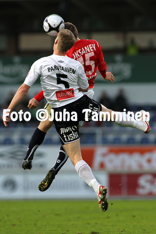31.05.2010, Tehtaankentt?, Valkeakoski..Veikkausliiga 2010, FC Haka - Myllykosken Pallo-47..Kalle Parviainen (Haka) v Ville Oksanen (MyPa)..©Juha Tamminen.