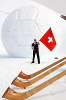 Fotball<br /> EM 2008<br /> Foto: Gepa/Digitalsport<br /> NORWAY ONLY<br /> <br /> Groesster aus Schnee geformter Fussball der Welt, Schweizer Fahnenschwinger, Alphoerner, Fussballspiel in den Alpen, Aletschgletscher, Jungfraujoch, <br /> Fussball, Vorschau EURO 2008 in Oesterreich und der Schweiz, One year to go