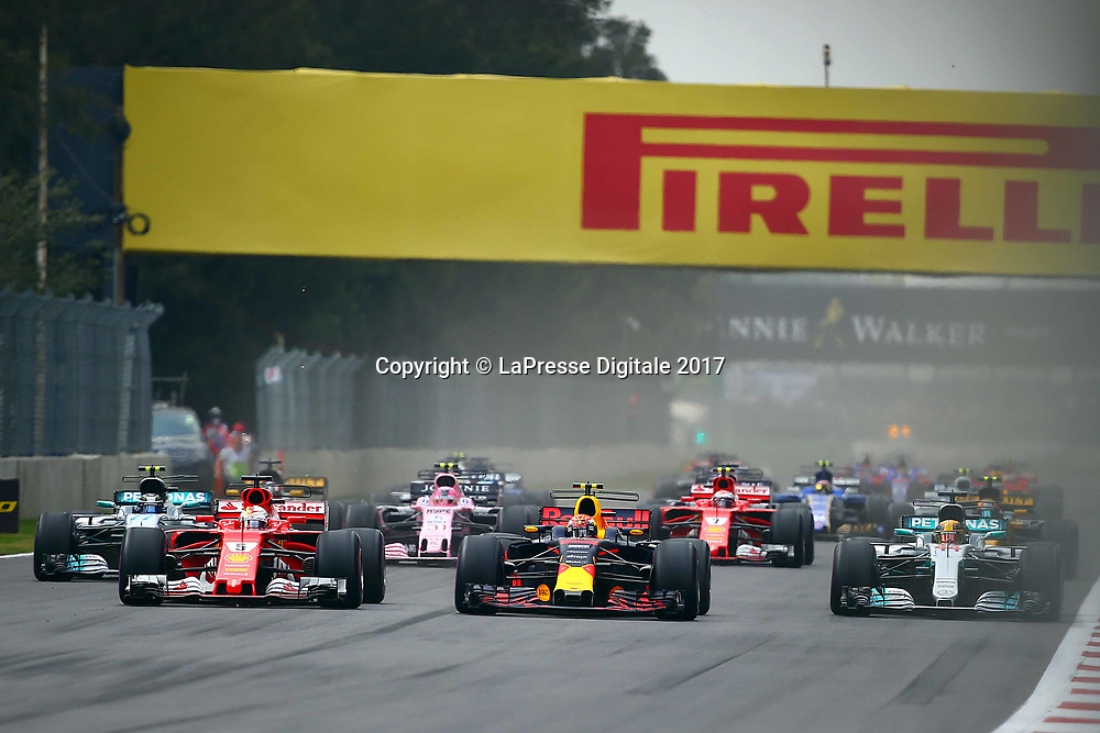&copy; Photo4 / LaPresse<br /> 29/10/2017 Mexico City, Mexico<br /> Sport <br /> Grand Prix Formula One Mexico 2017<br /> In the pic: start, Sebastian Vettel (GER) Scuderia Ferrari SF70H , Max Verstappen (NED) Red Bull Racing RB13 , Lewis Hamilton (GBR) Mercedes AMG F1 W08