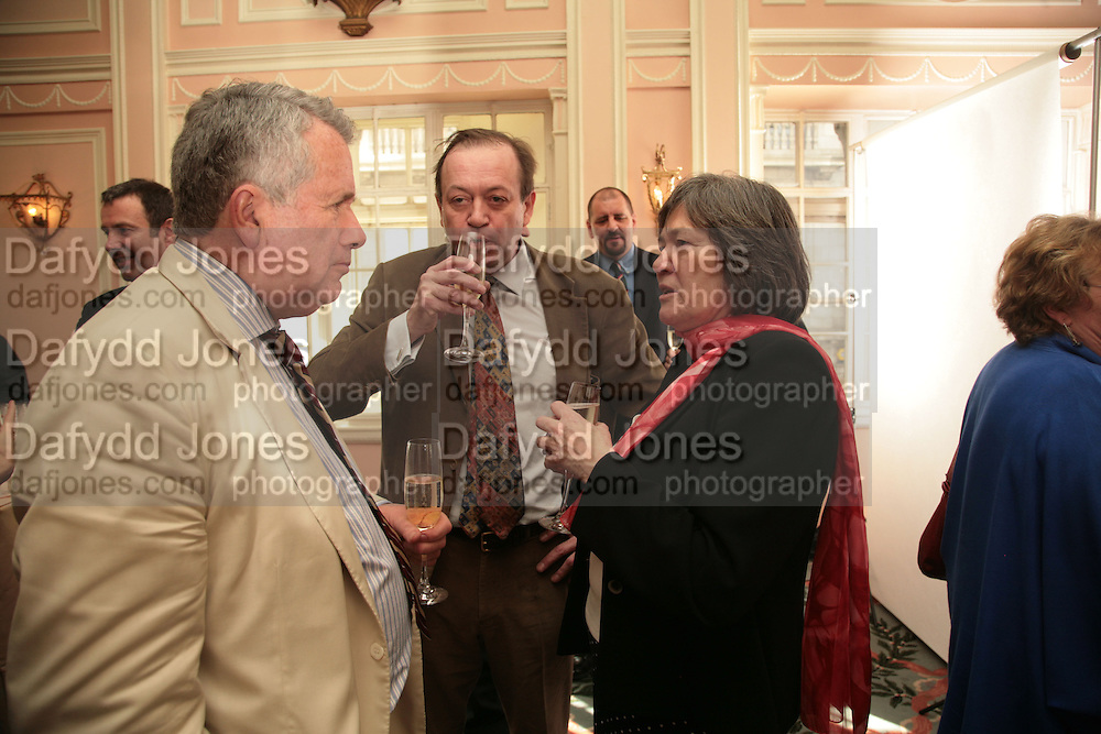 Martin Bell and Clare Short, Oldie of the Year Awards. Simpsons-in-the-Strand. London. 13 March 2007.  -DO NOT ARCHIVE-© Copyright Photograph by Dafydd Jones. 248 Clapham Rd. London SW9 0PZ. Tel 0207 820 0771. www.dafjones.com.