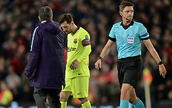 MANCHESTER, ENGLAND - Thursday, April 11, 2019: Barcelona's captain Lionel Messi goes off injured for treatment to a face wound after being hit in the face during the UEFA Champions League Quarter-Final 1st Leg match between Manchester United FC and FC Barcelona at Old Trafford. Barcelona won 1-0. (Pic by David Rawcliffe/Propaganda)