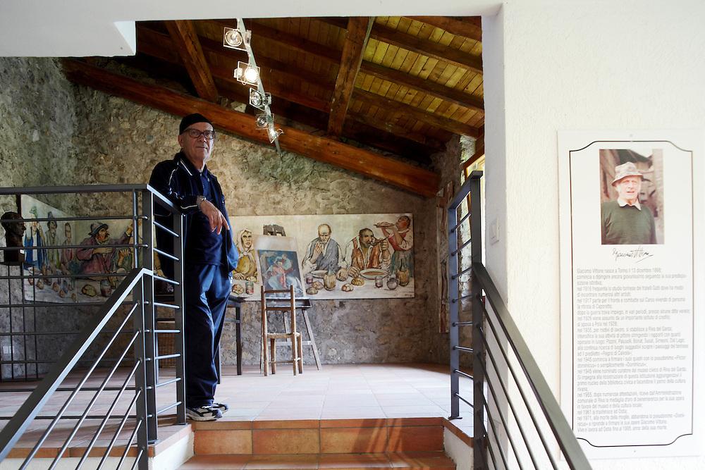 """Tenno (TN) - Casa degli Artisti """"G. Vittone"""": il direttore artistico Franco Pivetti."""
