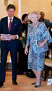 Koningin reikt Appeltjes van Oranje uit op Paleis Noordeinde. De prijzen worden dit jaar toegekend aan drie initiatieven van jonge en sociale ondernemers. <br /> <br /> Koningin reikt Appeltjes van Oranje uit op Paleis Noordeinde. De prijzen worden dit jaar toegekend aan drie initiatieven van jonge en sociale ondernemers. <br /> <br /> Op de foto: