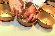 Mannheim. 09.05.18 | <br /> Küchenparty im Sternerestaurant Opus V.<br /> Vorstellung des Radio Regenbogen Harald Wohlfahrt Palazzo Jubiläumsmenüs.<br /> 20 Jahre Palazzo und 18 Jahre unter der Küchenregie von Harald Wohlfahrt mit seinen innovativen und qualitativ hochwertigen Kreationen. Mittlerweile hat sich die Spielzeit wegen der großen Resonanz von sechs Wochen auf viereinhalb Monate verlängert.<br /> Harald Wohlfahrt stellt nun im  Sternerestaurant Opus V im Dachgeschoss des Hauses engelhorn mode das Menü für die neue Spielzeit vor.<br /> Als Vorspeise gibt es Anis gebeizter Lachs mit marinierten Belugalinsen auf Mango-Papaya-Chutney. Der zweite Gang. Ein Spieß von Garnele und Jakobsmuschel an einer leichten Curry Velouté und Cocobohnen. Es folgt als Hauptgang ein Duett von der Barberie Ente auf Rahmwirsing, eingelegten Backpflaumen und Kartoffelsoufflé. Krönender Abschluss des Jubiläumsmenüs ist eine Panna Cotta an exotischem Fruchtsalat mit Himbeerbiskuit und Mangosorbet.<br /> <br /> <br /> Bild: Markus Prosswitz 09MAY18 / masterpress (Bild ist honorarpflichtig - No Model Release!) <br /> BILD- ID 00242 |