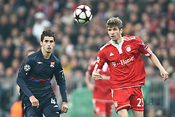 21.04.2010, Allianz Arena, Muenchen, GER, Champions League, Bayern Muenchen vs Olympique Lyonnais, Halbfinale Hinspiel, im Bild Jean-Alain Boumsong (Lyon Nr 4) und Thomas Mueller (FC Bayern Nr.25)   , EXPA Pictures © 2010, PhotoCredit: EXPA/ nph/  Straubmeier / SPORTIDA PHOTO AGENCY