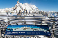 Italia, Aosta valley, Courmayeur, Skyway Monte Bianco, Punta Helbronner station at 3466 meters, Peak of Midi view // Italie, Vallée d'Aoste, Courmayeur, Skyway Monte bianco, station Punta Helbonner à 3466m, vue sur Pic du Midi