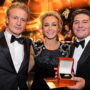 NLD/Amsterdam/20121019- Televiziergala 2012, winnaars Wendy van Dijk en partner Erland Galjaard met Martijn Krabbe