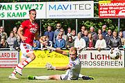 HEERHUGOWAARD - 02-07-2016, oefenwedstrijd, SVW - AZ , sportpark de Kabel, AZ speler Stijn Wuytens scoort hier de 0-1, doelpunt, SVW doelman Jelle Bellekom.