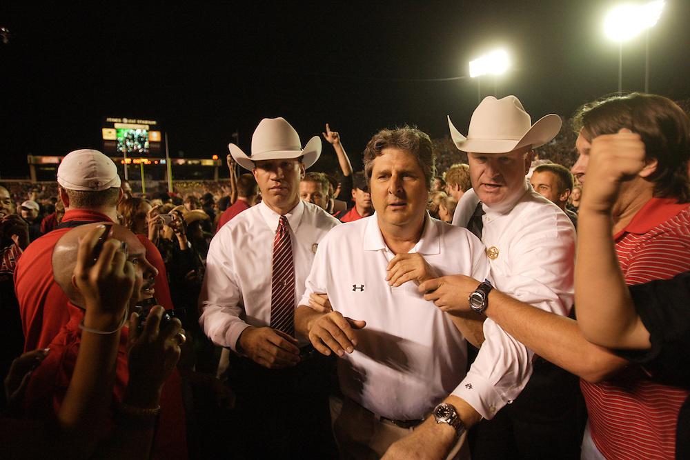 Mike Leach, Head Coach, Texas Tech Red Raiders. Texas at Texas Tech. Jones AT&T Stadium, Lubbock, Texas. November 1 2008. Photograph © 2008 Darren Carroll.