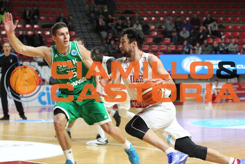 DESCRIZIONE: Varese FIBA Europe cup 2015-16 <br /> Openjobmetis Varese vs Sodertalje Kings<br /> GIOCATORE: Roko Ukic<br /> CATEGORIA: palleggio<br /> SQUADRA: Openjobmetis Varese<br /> EVENTO: FIBA Europe Cup 2015-2016<br /> GARA: EA7 Openjobmetis Varese Sodertalje Kings<br /> DATA: 22/12/2015<br /> SPORT: Pallacanestro<br /> AUTORE: Agenzia Ciamillo-Castoria/A. Ossola<br /> Galleria: FIBA Europe Cup 2015-2016<br /> Fotonotizia: Varese FIBA Europe Cup 2015-16 <br /> Openjobmetis Varese Sodertalje Kings