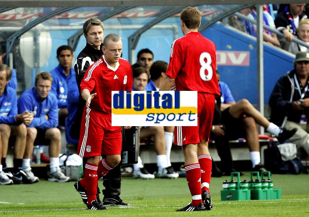 Fotball<br /> Treningskamp Friendly<br /> 05.08.08<br /> Ullevaal Stadion<br /> V&aring;lerenga VIF - Liverpool FC<br /> Steven Gerrard bytter med Danny Pacheto<br /> Foto - Kasper Wikestad