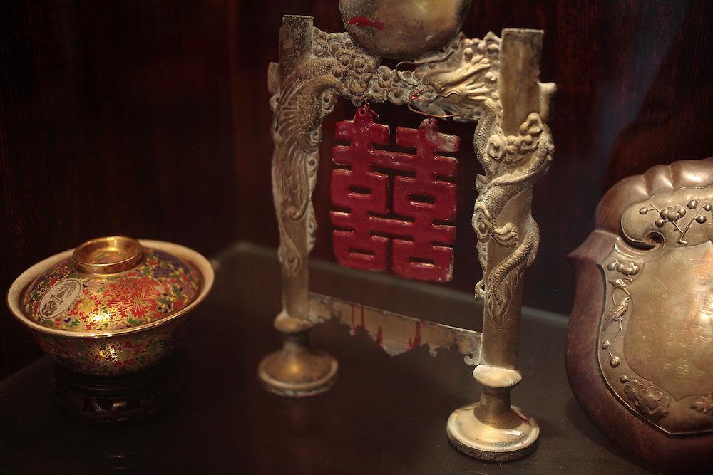 Objets d'anciennes familles de Xiamen au musée des Chinois d'Outre mer .