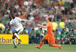 16-06-2006 VOETBAL: FIFA WORLD CUP: NEDERLAND - IVOORKUST: STUTTGART <br /> Oranje won in Stuttgart ook de tweede groepswedstrijd. Nederland versloeg Ivoorkust met 2-1 / Yaya Toure en Arjen Robben<br /> ©2006-WWW.FOTOHOOGENDOORN.NL