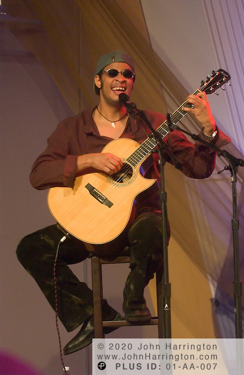Raul Midon performs at XM studios for an Artist Confidential on Thursday October 28, 2004.