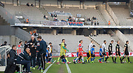 FODBOLD: De to hold går på banen til kampen i ALKA Superligaen mellem AGF og FC Helsingør den 13. april 2018 i Ceres Park. Foto: Claus Birch.