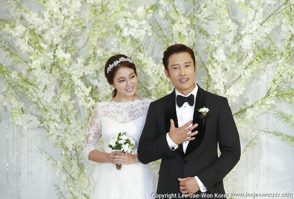 Actor Lee Byung-hun (R) poses with his bride, actress Lee Min-jung before their wedding ceremony at a hotel in Seoul August 10, 2013. Photo by Lee Jae-Won (SOUTH KOREA)  www.leejaewonpix.com