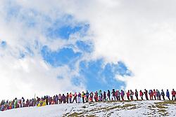 10.01.2015, Adelboden, SUI, FIS Weltcup Ski Alpin, Adelboden, Riesentorlauf, Herren, im Bild Zuschauer verfolgen das Rennen // during Men Giant Slalom of FIS Ski Alpine World Cup in Adelboden, Switzerland on 2015/01/10. EXPA Pictures © 2015, PhotoCredit: EXPA/ Freshfocus/ Urs Lindt<br /> <br /> *****ATTENTION - for AUT, SLO, CRO, SRB, BIH, MAZ only*****
