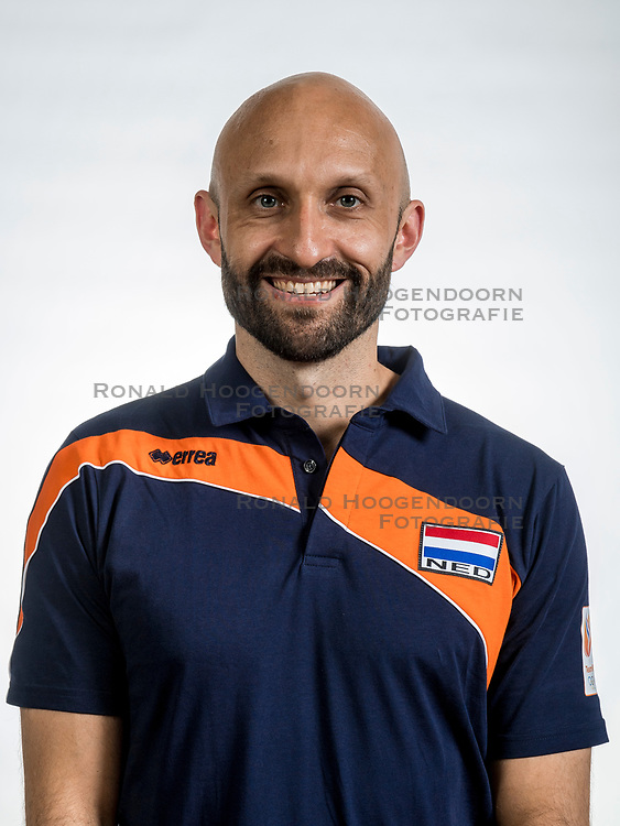 22-05-2017 NED: Nederlands volleybalteam vrouwen, Utrecht<br /> Photoshoot met Oranje vrouwen seizoen 2017 / Coach Jamie Morrison