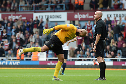 Everton's Tim Howard indicates to Referee Ian Mason that West Ham United's Kevin Nolan had dived to win the penalty - Photo mandatory by-line: Mitch Gunn/JMP - Tel: Mobile: 07966 386802 21/09/2013 - SPORT - FOOTBALL - Boleyn Ground - London - West Ham United V Everton - Barclays Premier League