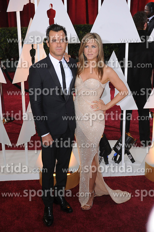 22.02.2015, Dolby Theatre, Hollywood, USA, Oscar 2015, 87. Verleihung der Academy of Motion Picture Arts and Sciences, im Bild Jennifer Aniston &amp; Justin Theroux // attends 87th Annual Academy Awards at the Dolby Theatre in Hollywood, United States on 2015/02/22. EXPA Pictures &copy; 2015, PhotoCredit: EXPA/ Newspix/ PGMP<br /> <br /> *****ATTENTION - for AUT, SLO, CRO, SRB, BIH, MAZ, TUR, SUI, SWE only*****