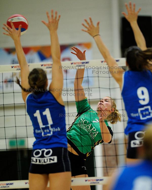 27-10-2012 VOLLEYBAL: VV ALTERNO - SLIEDRECHT SPORT: APELDOORN<br /> Sliedrecht Sport wint met 3-1 van Alterno / Anouk Molendijk<br /> &copy;2012-FotoHoogendoorn.nl
