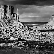 USA, West, Southwest, AZ, UT, Utah, Arizona, Navajo Reservation, Navajo Nation, Monument Valley, Mittens, The famous red rock Mittens in Monument Valley Tribal Park of the Navajo Nation, AZ.