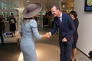 Koningin Maxima opent nieuw Bezoekerscentrum DNB ( De Nederlandse Bank ) . Het bezoekerscentrum draagt bij aan de financiele educatie van jongeren. <br /> <br /> Queen Maxima opens new Visitor Centre DNB (the Dutch Central Bank). The visitor center will contribute to the financial education of young people.<br /> <br /> Op de foto:  Klaas Knot, president van De Nederlandse Bank ontvangt Koningin Maxima  /////  Klaas Knot, president of the Dutch Central Bank receives Queen Maxima