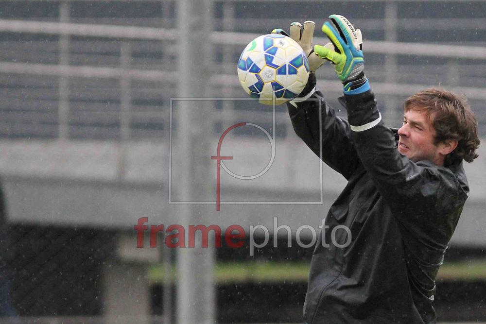 Futebol - Treino  - Tiago , durante  o treino do Grêmio, no CT Luiz Carvalho. Foto: Luciano Leon/Raw Image/Frame