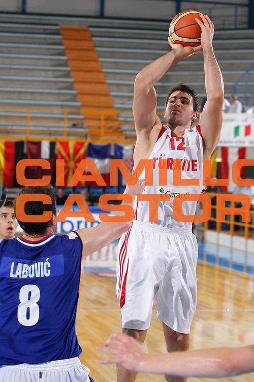 DESCRIZIONE : Gorizia Nova Gorica U20 European Championship Men Campionato Europeo<br /> GIOCATORE : Cemal Nalga<br /> SQUADRA : Turkey Turchia<br /> EVENTO : Gorizia Nova Gorica U20 European Championship Men Campionato Europeo<br /> GARA : Serbia Turkey Turchia<br /> DATA : 10/07/2007<br /> CATEGORIA : Tiro<br /> SPORT : Pallacanestro <br /> AUTORE : Agenzia Ciamillo-Castoria/S.Silvestri