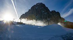 17.12.2016, Saslong, St. Christina, ITA, FIS Ski Weltcup, Groeden, Abfahrt, Herren, im Bild Beschneiungsanlagen am Fusse des Langkofel / Saslong // Snowmaking equipment at the foot of the Saslon Mountain prior to the men's downhill of FIS Ski Alpine World Cup at the Saslong race course in St. Christina, Italy on 2016/12/17. EXPA Pictures © 2017, PhotoCredit: EXPA/ Johann Groder