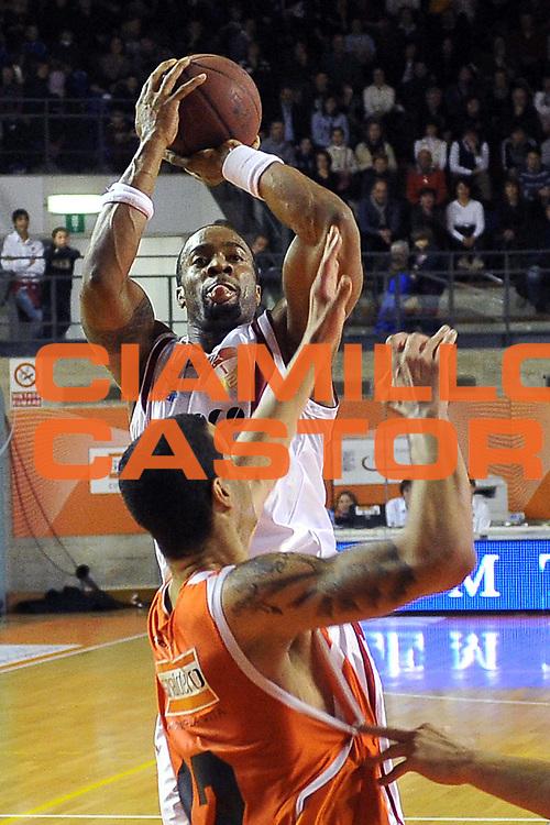 DESCRIZIONE : Udine Lega A2 2010-11 Snaidero Udine Assigeco BPL Casalpusterlengo<br /> GIOCATORE : Peter Ezugwu<br /> SQUADRA : Assigeco BPL Casalpusterlengo<br /> EVENTO : Campionato Lega A2 2010-2011<br /> GARA : Snaidero Udine Assigeco BPL Casalpusterlengo<br /> DATA : 20/02/2011<br /> CATEGORIA : Tiro<br /> SPORT : Pallacanestro <br /> AUTORE : Agenzia Ciamillo-Castoria/S.Ferraro<br /> Galleria : Lega Basket A2 2010-2011 <br /> Fotonotizia : Udine Lega A2 2010-11 Snaidero Udine Assigeco BPL Casalpusterlengo<br /> Predefinita :