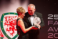 CARDIFF, WALES - Monday, October 5, 2015: Steve Williams presents an FAW Fair Play Award during the FAW Awards Dinner at Cardiff City Hall. (Pic by David Rawcliffe/Propaganda)