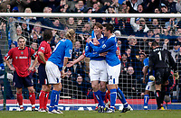 Fotball<br /> Premier League England 2004/2005<br /> 18.12.2004<br /> Foto: SBI/Digitalsport<br /> NORWAY ONLY<br /> <br /> Birmingham City v West Bromwich Albion<br /> Barclays Premiership. 18/12/2004<br /> <br /> Birmingham City substitute Darren Anderton (C) celebrates scoring his side's fourth goal from a free kick.