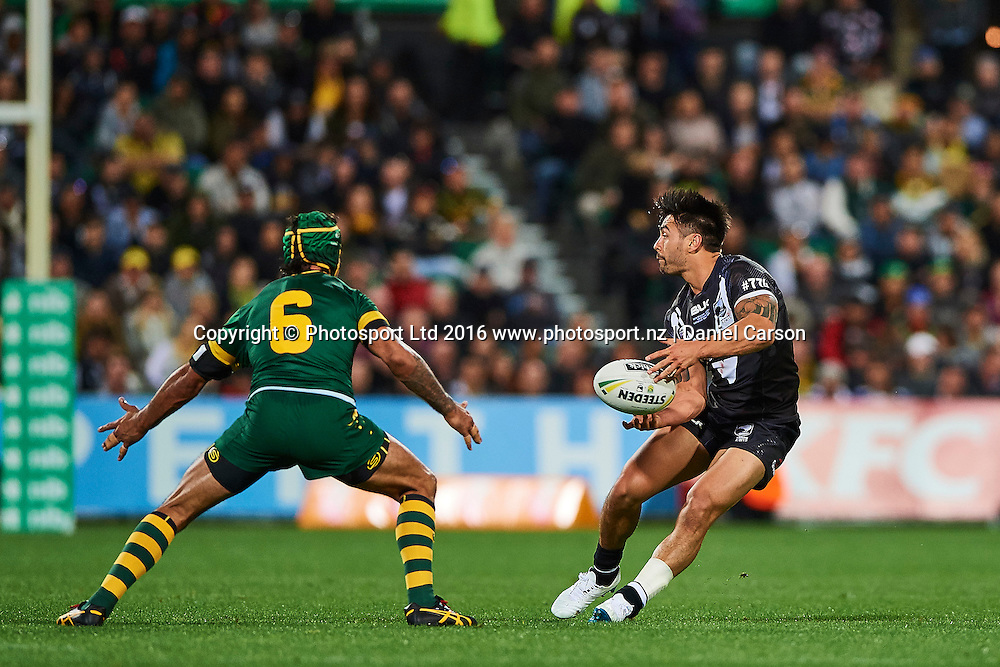 Shaun Johnson of the NZ Kiwis looks to pass the ball during the Rugby League Perth Test match between the Australian Kangaroos and the NZ Kiwis from NIB Stadium - Saturday 15th October 2016 in Perth, Australia. © Copyright Photo by Daniel Carson / www.photosport.nz)