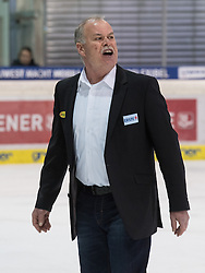 01.12.2016, Keine Sorgen Eisarena, Linz, AUT, EBEL, EHC Liwest Black Wings Linz vs Dornbirner Eishockey Club, 25. Runde, im Bild Head Coach Dave MacQueen (Dornbirner Eishockey Club) // during the Erste Bank Icehockey League 25th round match between EHC Liwest Black Wings Linz and Dornbirner Eishockey Club at the Keine Sorgen Icearena, Linz, Austria on 2016/12/01. EXPA Pictures © 2016, PhotoCredit: EXPA/ Reinhard Eisenbauer