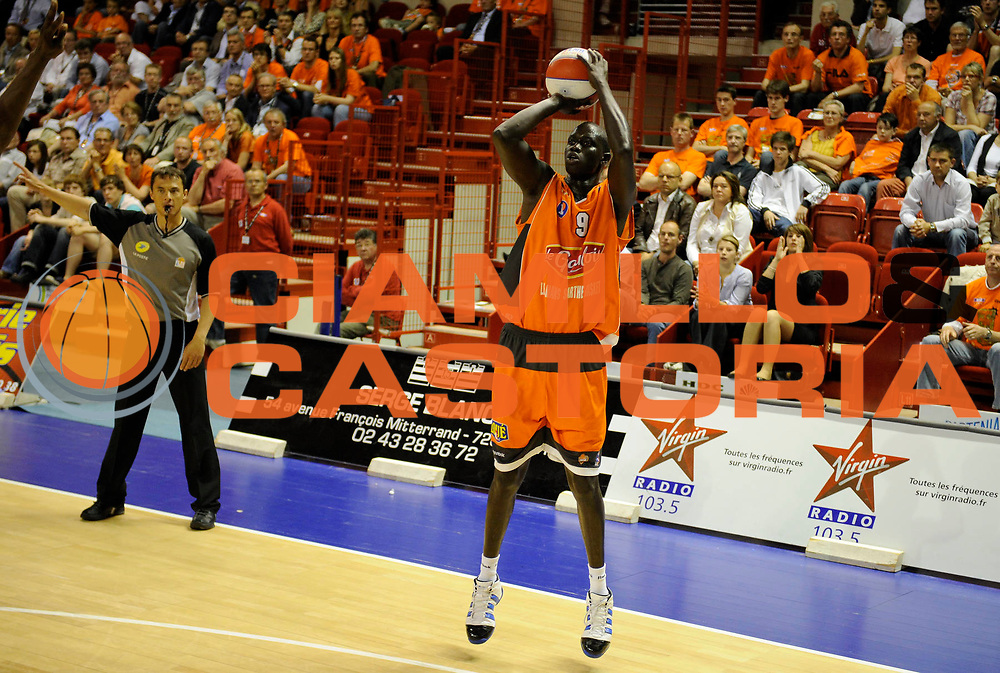 DESCRIZIONE : Ligue France Pro A  Le Mans Roanne Play Off 1/2 Finale<br /> GIOCATORE : Ndoye Maleye<br /> SQUADRA : Le Mans<br /> EVENTO : FRANCE Ligue  Pro A 2009-2010<br /> GARA : Le Mans Roanne<br /> DATA : 28/05/2010<br /> CATEGORIA : Basketball Pro A Action<br /> SPORT : Basketball<br /> AUTORE : JF Molliere par Agenzia Ciamillo-Castoria <br /> Galleria : France Ligue Pro A 2009-2010 <br /> Fotonotizia : Ligue France Pro A  Le Mans Paris Roanne Play Off 1/2 Finale<br /> Predefinita :