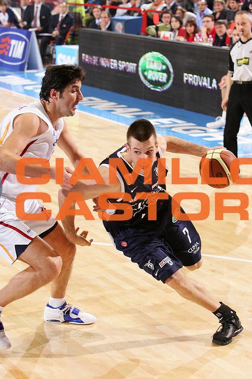 DESCRIZIONE : Forli Lega A1 2005-06 Coppa Italia Final Eight Tim Cup Climamio Fortitudo Bologna Lottomatica Virtus Roma <br /> GIOCATORE : Becirovic <br /> SQUADRA : Climamio Fortitudo Bologna <br /> EVENTO : Campionato Lega A1 2005-2006 Coppa Italia Final Eight Tim Cup Quarti Finale <br /> GARA : Climamio Fortitudo Bologna Lottomatica Virtus Roma <br /> DATA : 16/02/2006 <br /> CATEGORIA : Penetrazione <br /> SPORT : Pallacanestro <br /> AUTORE : Agenzia Ciamillo-Castoria/S.Silvestri <br /> Galleria : Coppa Italia 2005-2006 <br /> Fotonotizia : Forli Campionato Italiano Lega A1 2005-2006 Coppa Italia Final Eight Tim Cup Quarti Finale Climamio Fortitudo Bologna Lottomatica Virtus Roma <br /> Predefinita :