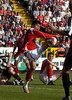 Photo: Olly Greenwood.<br />Charlton Athletic v Sheffield United. The Barclays Premiership. 21/04/2007. Charlton's Zheng Zhi shoots so close