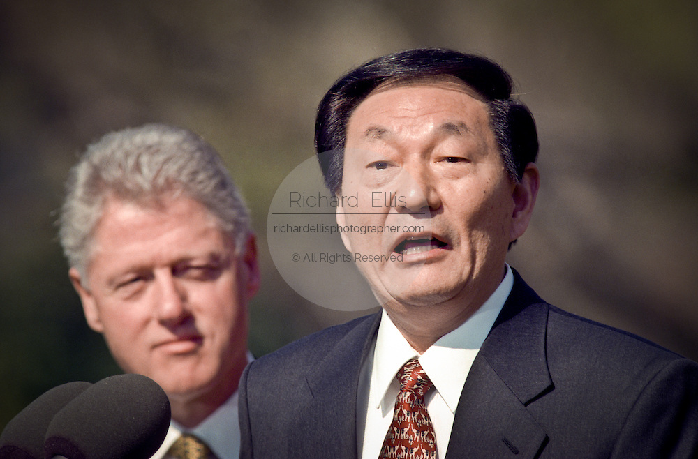 Chinese Premier Zhu Rongji addresses US President Bill Clinton stands during the official arrival ceremony at the White House April 8, 1999 in Washington D.C.