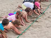 Plaża miejska w Gdyni. Cykl zajęć sportowychAktywne Lato 2017 odbywających się na gdyńskiej plaży Śródmieście przez cały sezon letni