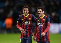 FUSSBALL  CHAMPIONS LEAGUE  ACHTELFINALE  HINSPIEL   SAISON 2013/2014    Manchester City 0-2 FC Barcelona       18.02.2014 SCHLUSSJUBEL Barca; Lionel Messi (re) und Neymar freuen sich ueber den Sieg