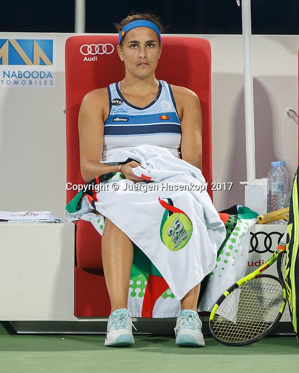 MONICA PUIG (PUR) sitzt auf der Bank waehred der Spielpause, schaut nachdenklich<br /> <br /> Tennis - Dubai Tennis Championships 2017 -  WTA -  Dubai Duty Free Tennis Stadium - Dubai  -  - United Arab Emirates  - 23 February 2017.