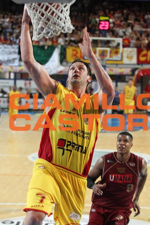 DESCRIZIONE : Frosinone Lega Basket A2 2010-2011 Playoff semifinali gara 3 Prima Veroli Umana Reyer Venezia<br /> GIOCATORE : Guido Rosselli                <br /> SQUADRA : Prima Veroli   <br /> EVENTO : Campionato Lega Basket A2 2010-2011<br /> GARA : Prima Veroli Umana Reyer Venezia  <br /> DATA : 03/06/2011<br /> CATEGORIA : tiro                <br /> SPORT : Pallacanestro<br /> AUTORE : Agenzia Ciamillo-Castoria/A.Ciucci<br /> Galleria : Lega Baket A2 2010-2011<br /> Fotonotizia : Frosinone  Lega Basket A2 2010-2011 Playoff semifinali gara 3 Prima Veroli Umana Reyer Venezia  <br /> Predefinita :